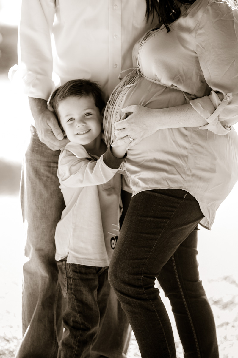 Couple Celebrate Their Tenth Anniversary With Family Pregnancy Photos